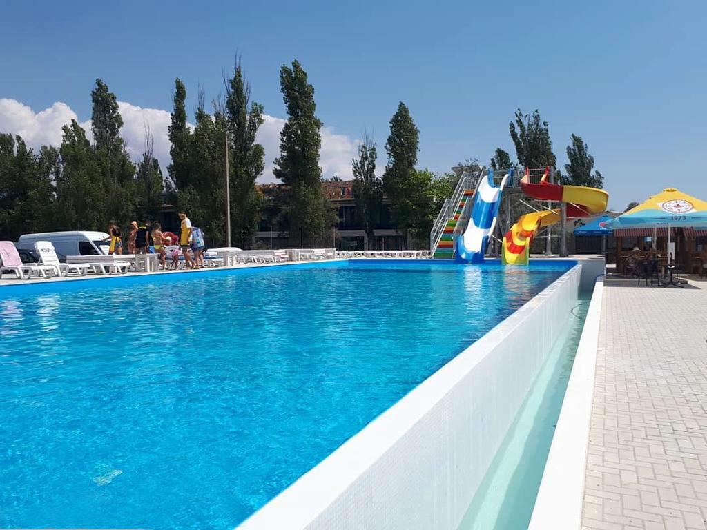 Отель «Пляжный» с бассейном в Коблево