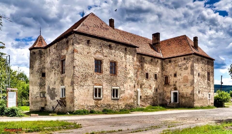 Замок в Чинадиево, Закарпатская область