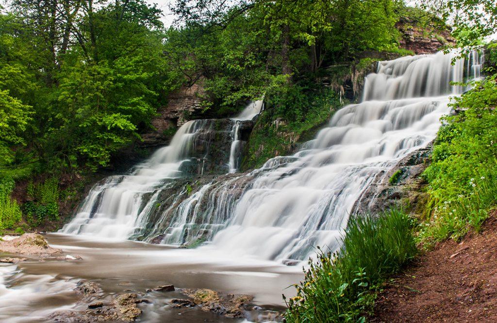 Джуринский водопад – природная достопримечательность западной Украины