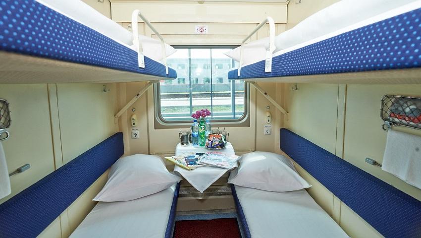 Купейный вагон на четверых человек. Кровати выдерживают до 150 кг, двери закрываются на задвижку изнутри.
