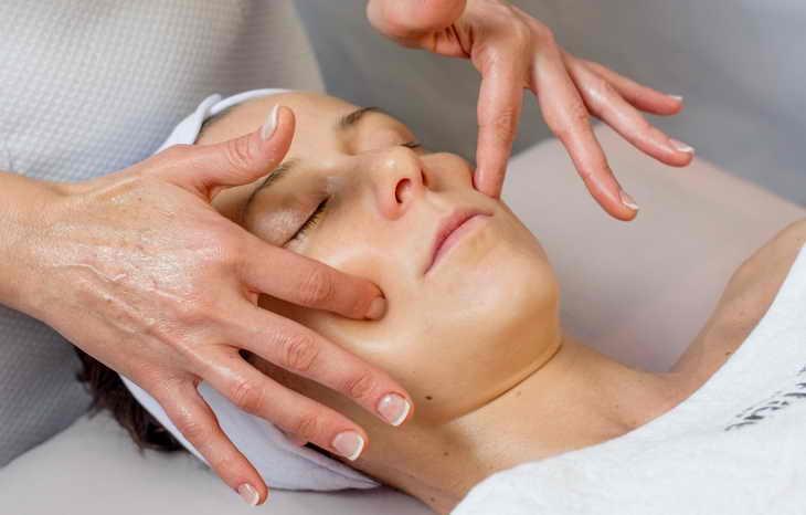Ручний лімфодренажний масаж обличчя