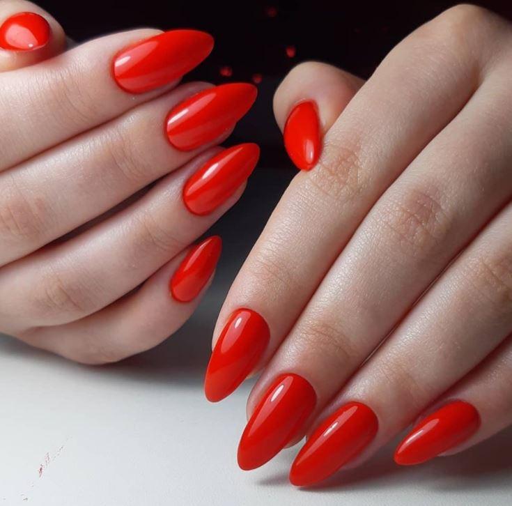 Яскравий червоно-помаранчевий однотонний гель-лак – і ти чарівна!
