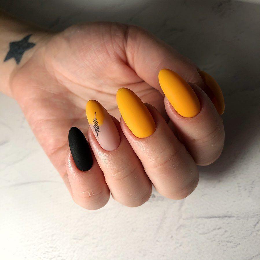 Янтарно-помаранчевий  манікюр