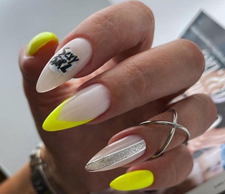 Написи на нігтях: сексі
