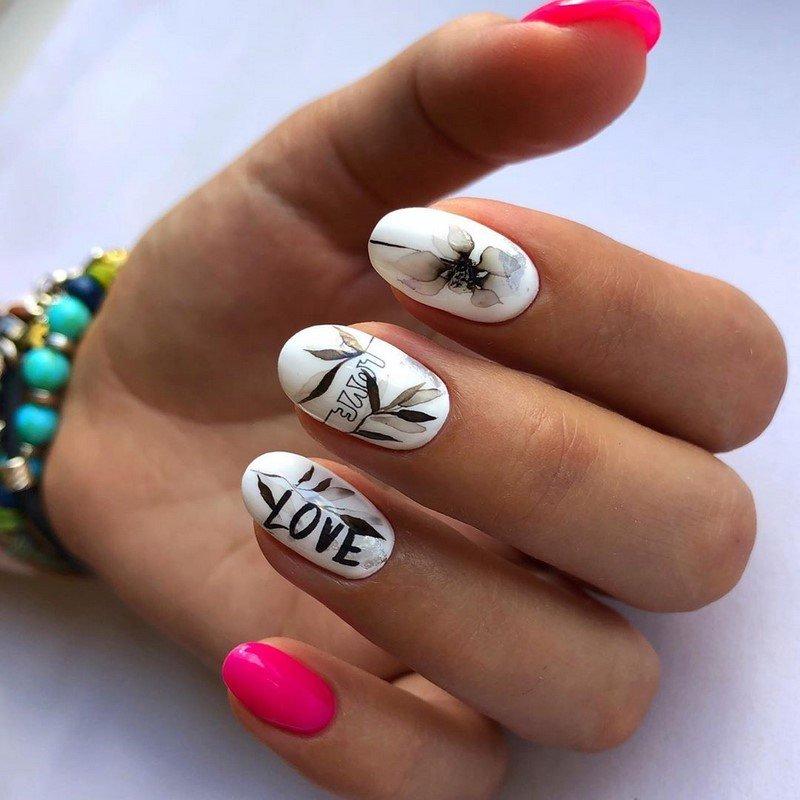 Написи на нігтях: Love