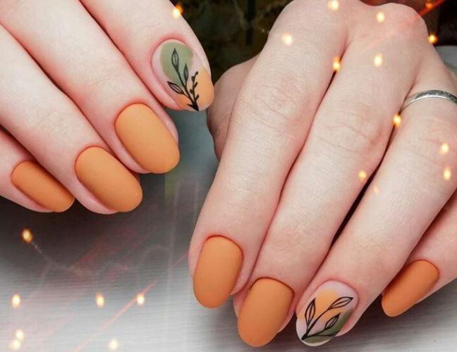 Янтарно-помаранчевий  манікюр - осінній варіант