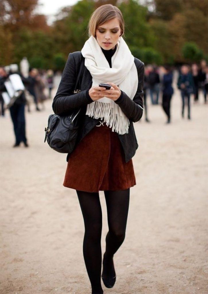 Дівчина в шарфі