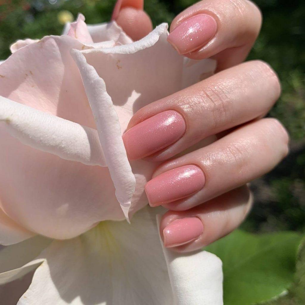 ніжно-рожевий манікюр