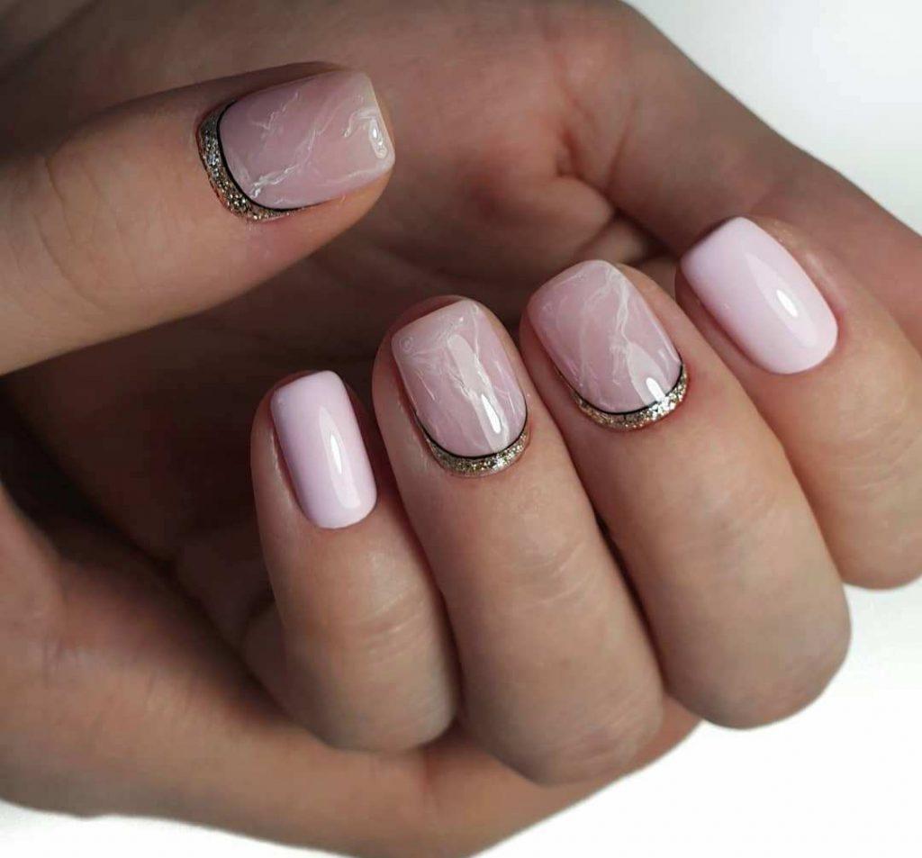 рожевий манікюр з кам'яною текстурою
