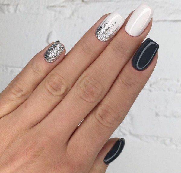 Серебристая втирка в дизайне ногтей