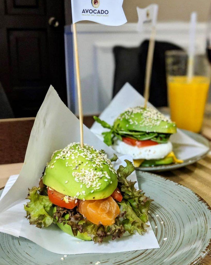 Аво-бургер – изысканная и питательная закуска от «Авокадо»