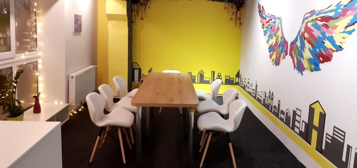 Зал антікафе «Yellow Hall»