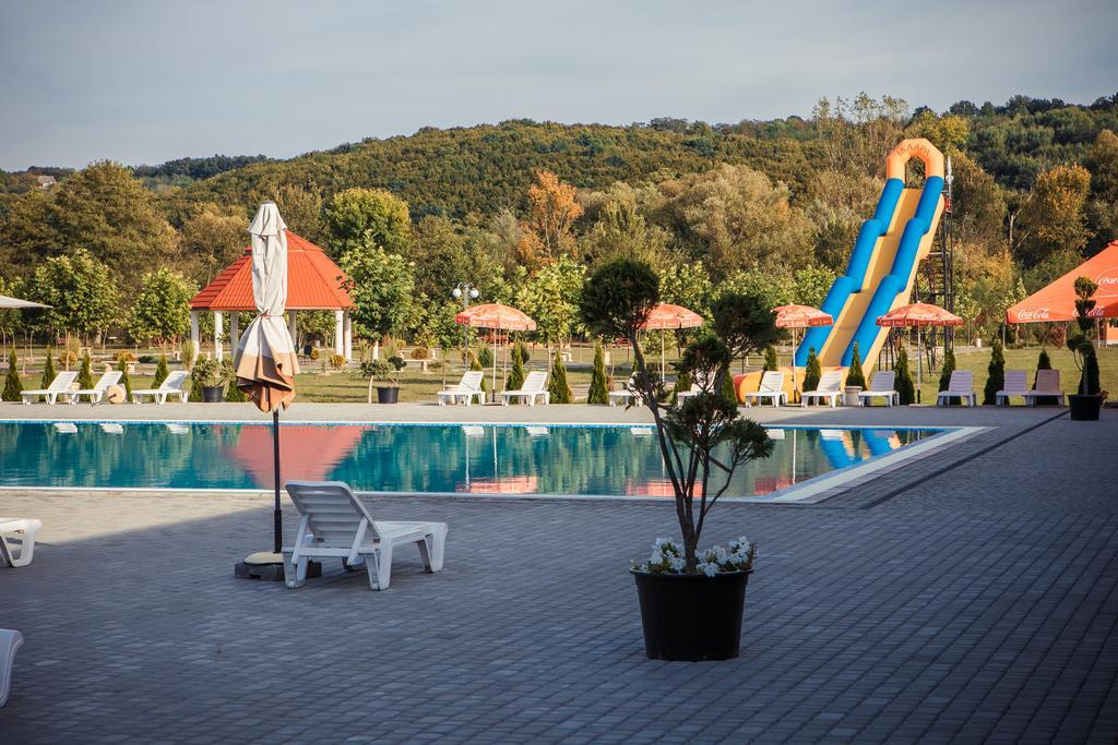 Аквазона з гіркою для відпочинку з дітьми, «Illara» в Іршаві