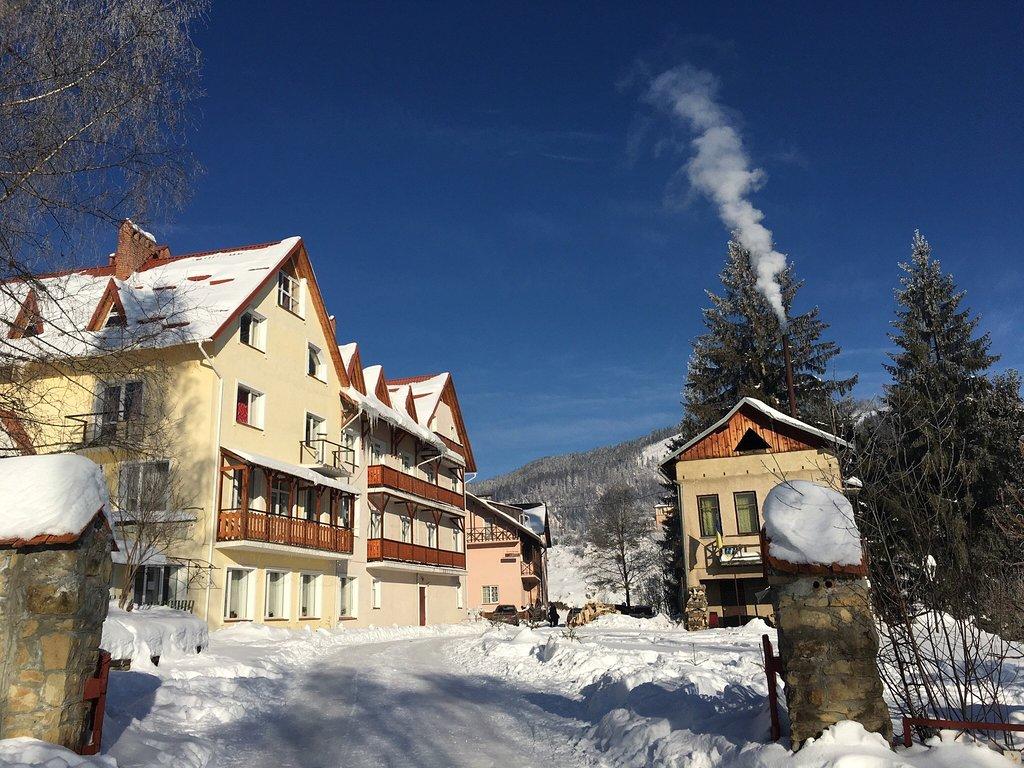 Отель «Калина» зимой, горнолыжный курорт Славское