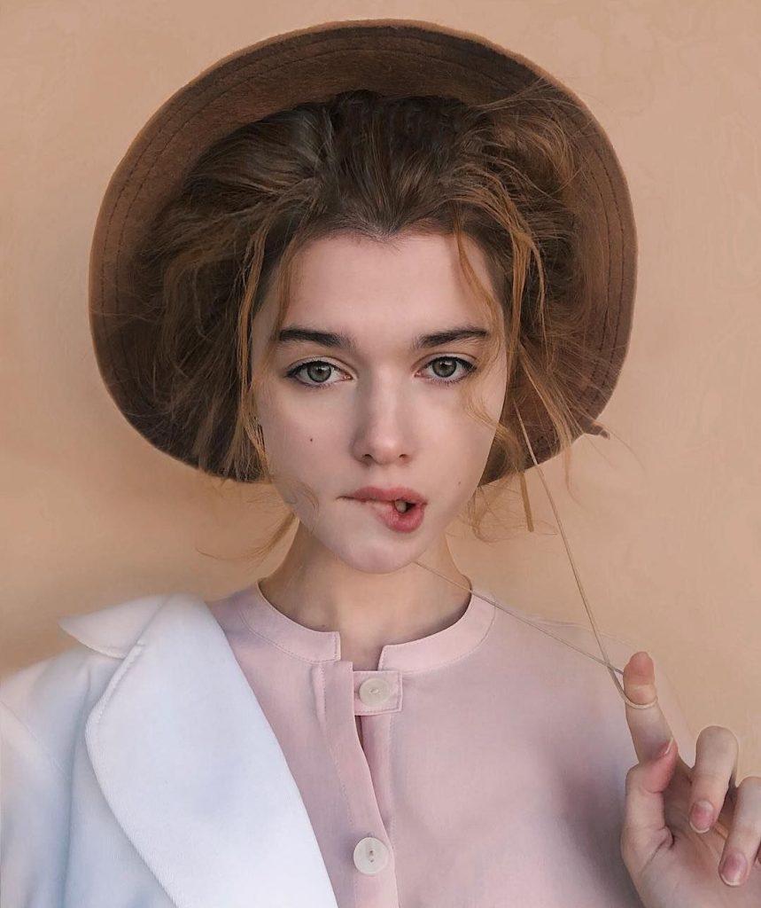 портрет у капелюсі