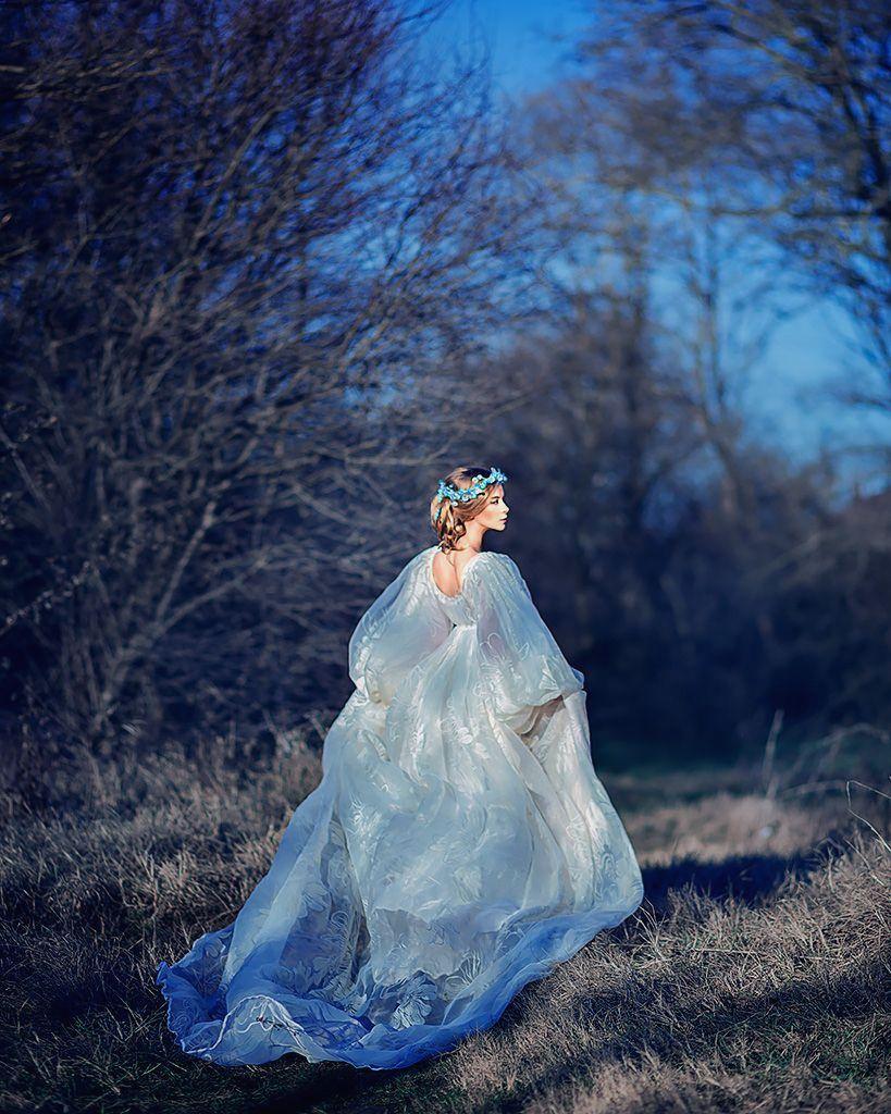 дівчина у сукні принцеси