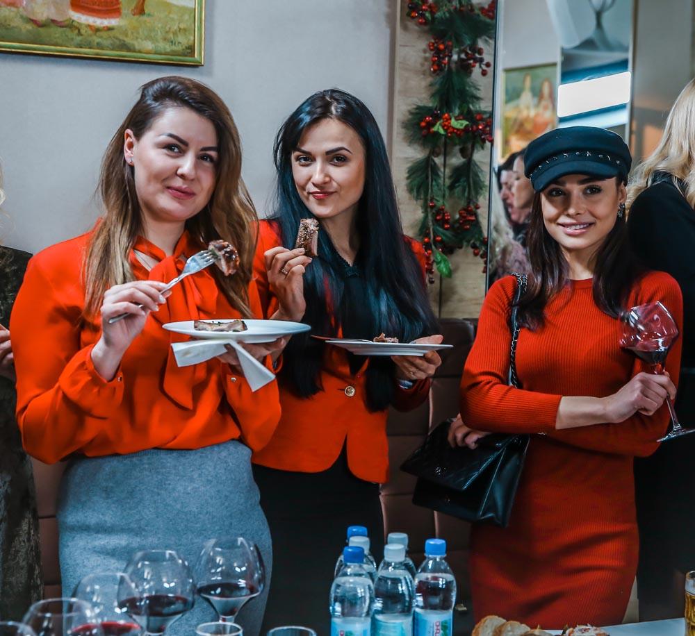 В «Киевской реберне» отмечают день рождения с подругами