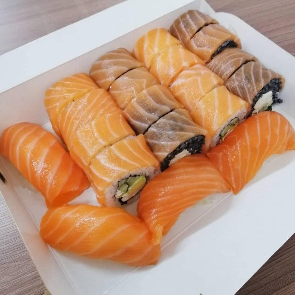«Sushi for you»: роли і суші з великою кількістю риби