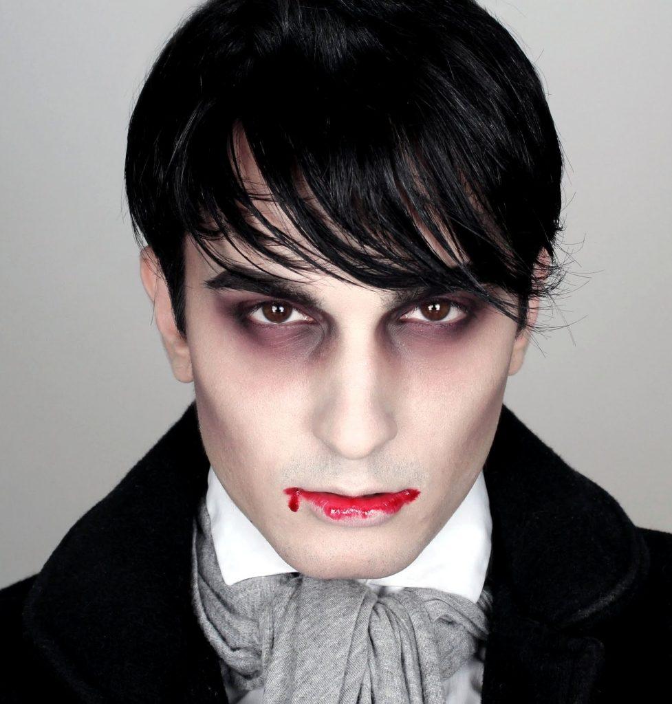 Кола під очима, бліда шкіра і закривавлені губи – ідеальний мейк для чоловіка-вампіра