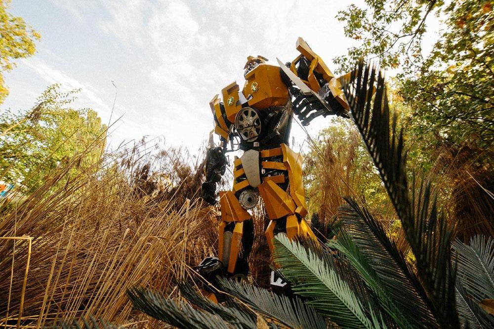 Виставка трансформерів «Повстання роботів» в парку ВДНГ