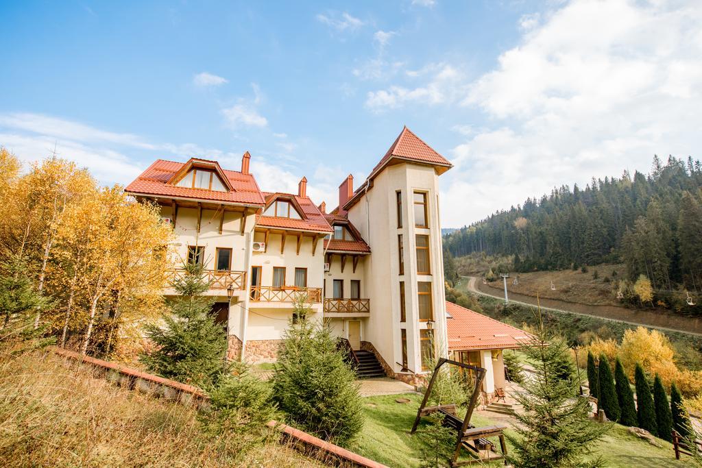У листопаді можна поїхати в Славське і піднятися на вершину Сколівських Бескидів