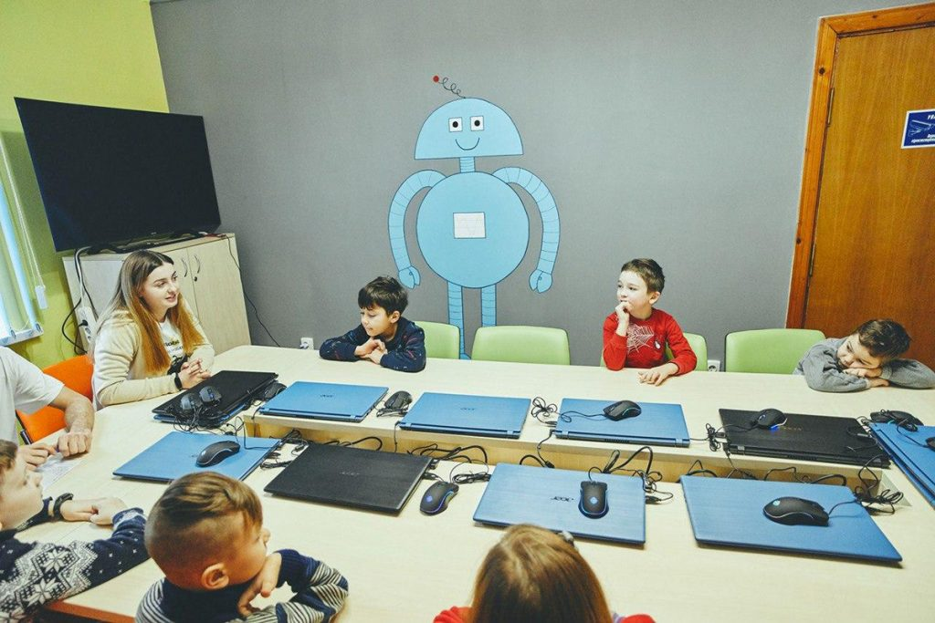 Занятия роботехники, пока в школах осенние каникулы