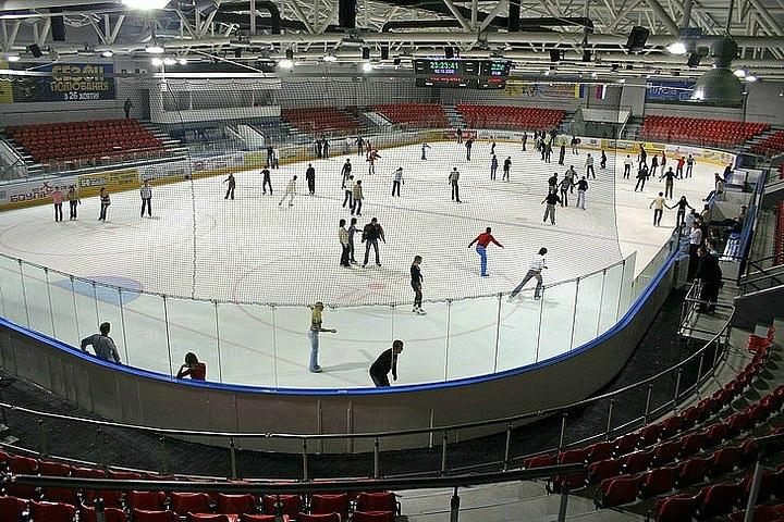 Льодова арена в ТРЦ «Термінал»