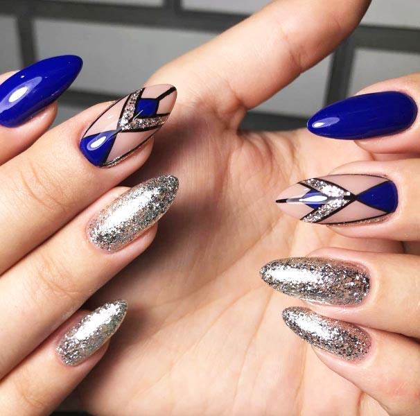 Лунки треугольником великолепно сочетаются с геометрией на ногтях
