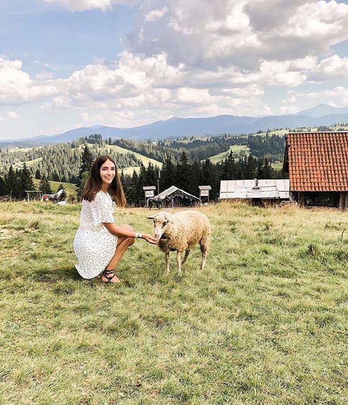 Парк развлечений «Перцы» в окрестностях Буковеля: «А фоточку с овечкой на память?»