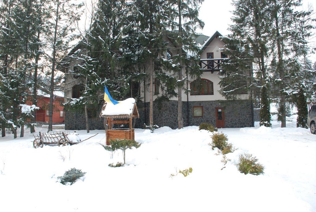 Готель «Зербань» взимку, Славське Львівської області