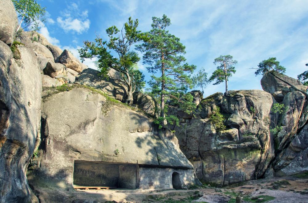 Скелі Довбуша, куди поїхати з Трускавця