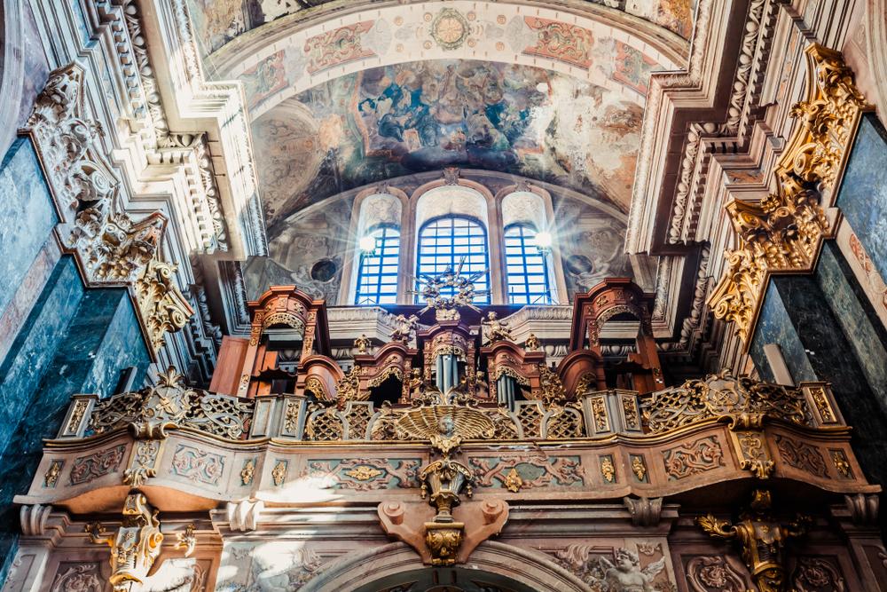 Інтер'єр Церкви Святих Апостолів Петра і Павла