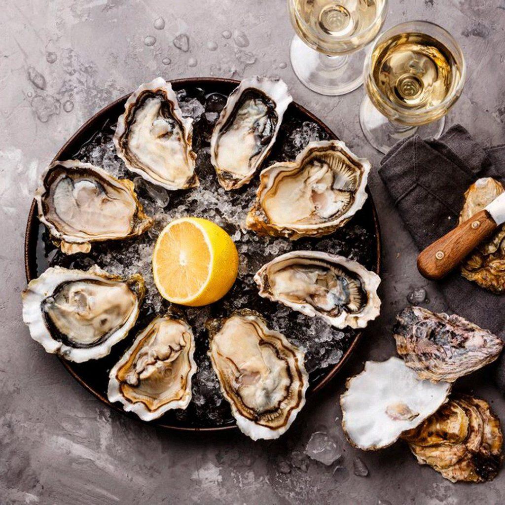 Ніжні середземноморські устриці від ресторану «Sailor`s Bay» можна замовити з доставкою додому