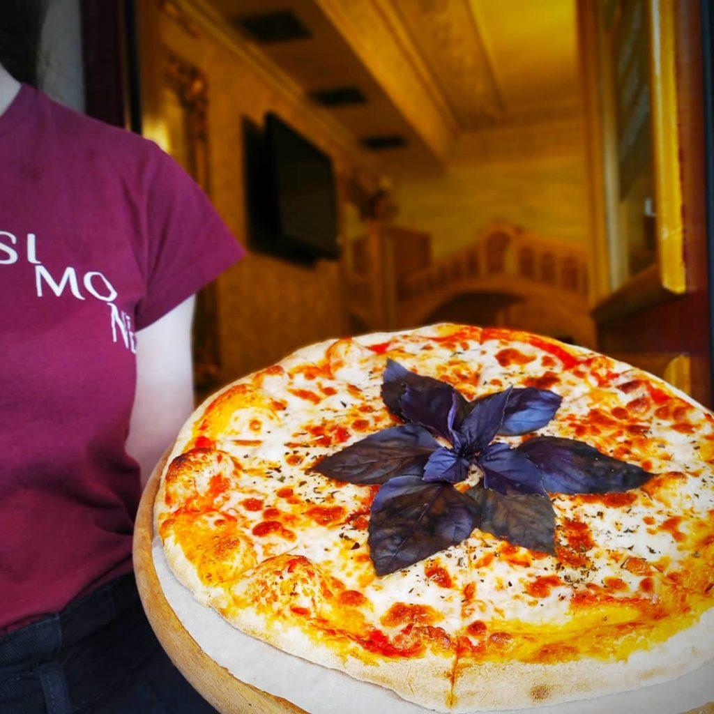 Піца від ресторану Сімоне