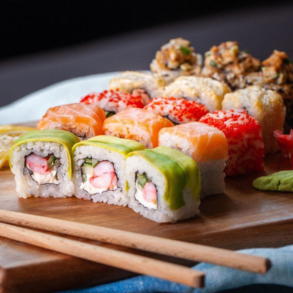 Вибирайте з різноманіття страв в меню на сайті «Sushi Room»