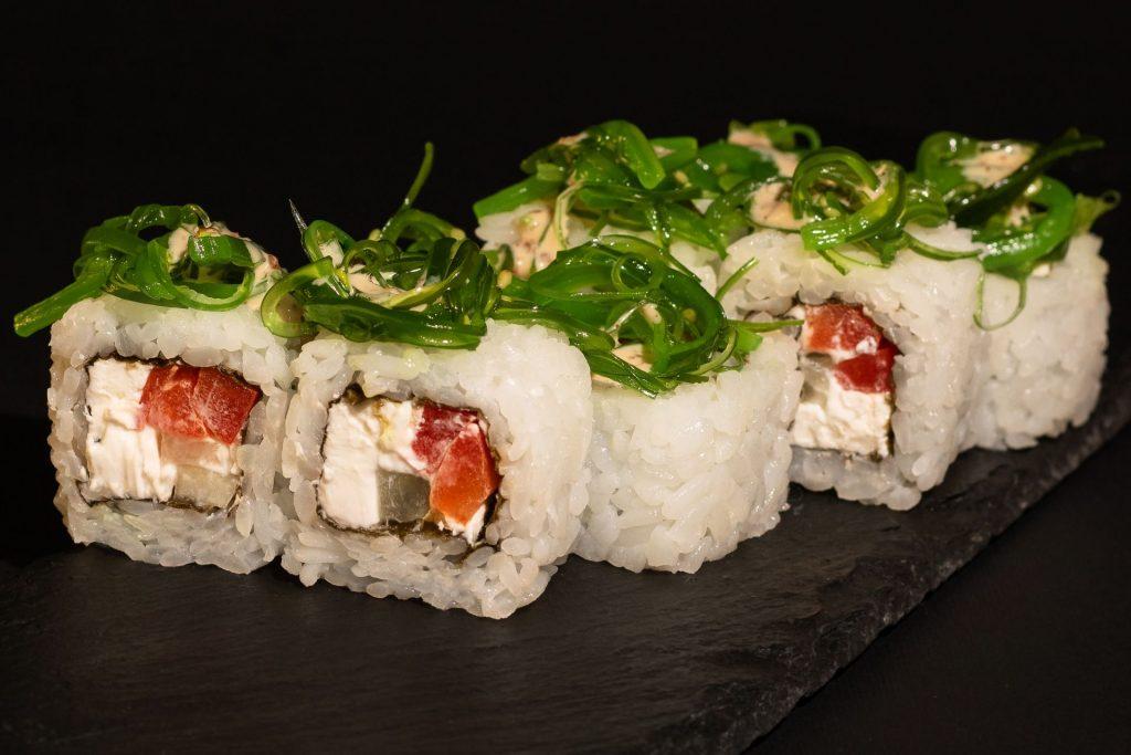 Роли з сиром Філадельфія  – класика японської кухні