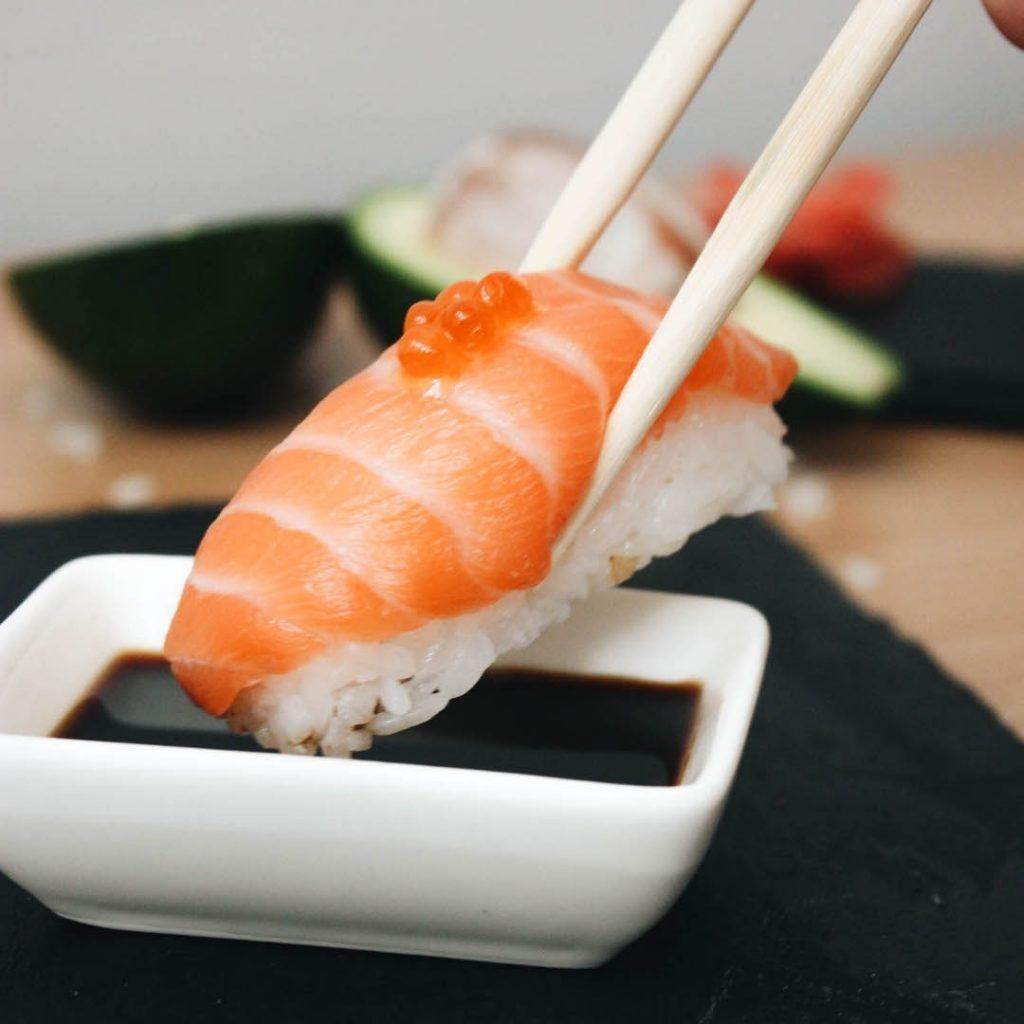 UZE TUT: суші