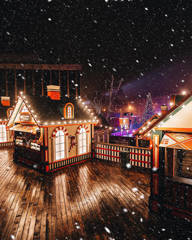 Містечко зимових розваг з катком і тюбінг-гіркою, Київ, Палац «Україна»
