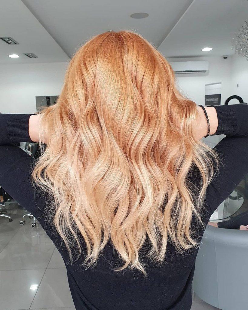 Абрикосовий блонд на довгі і середні волосся – соковито і модно