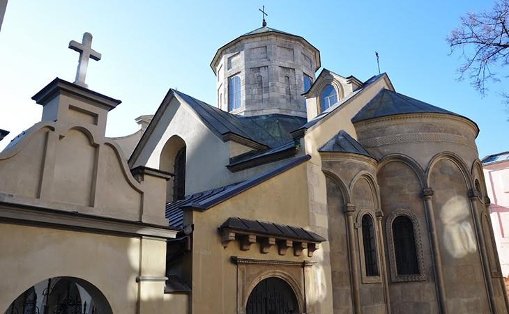 Кафедральний собор Успіння Пресвятої Діви Марії гарний як зовні, так і всередині