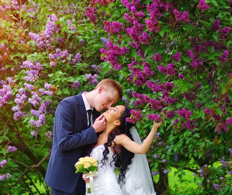 Весільна фотосесія в бузку