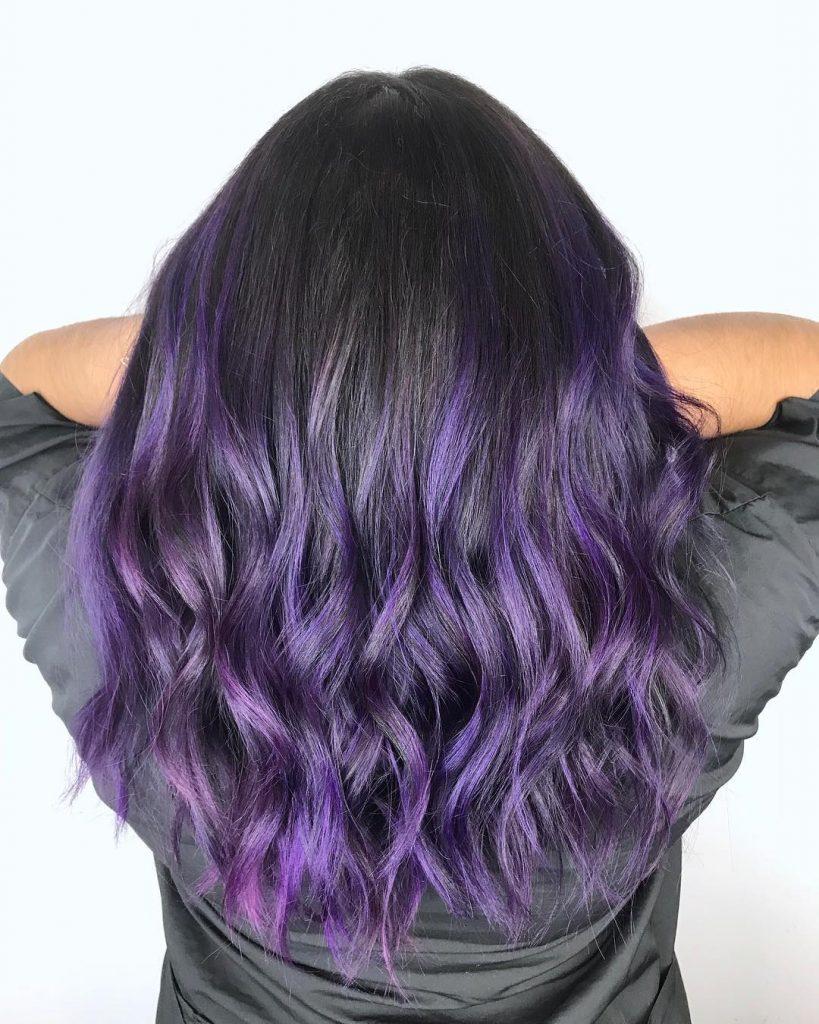 На чорному волоссі чудово виглядають всі відтінки фіолетового