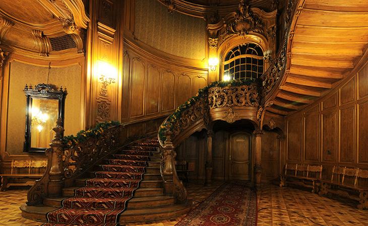 Шикарні сходи є однією з основних визначних пам'яток Будинку вчених
