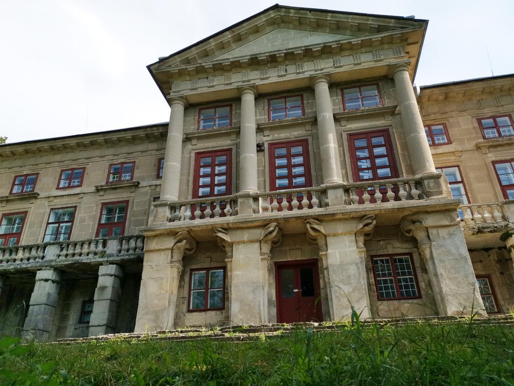 Архітектурна пам'ятка Поділля – величний палац графа Орловського