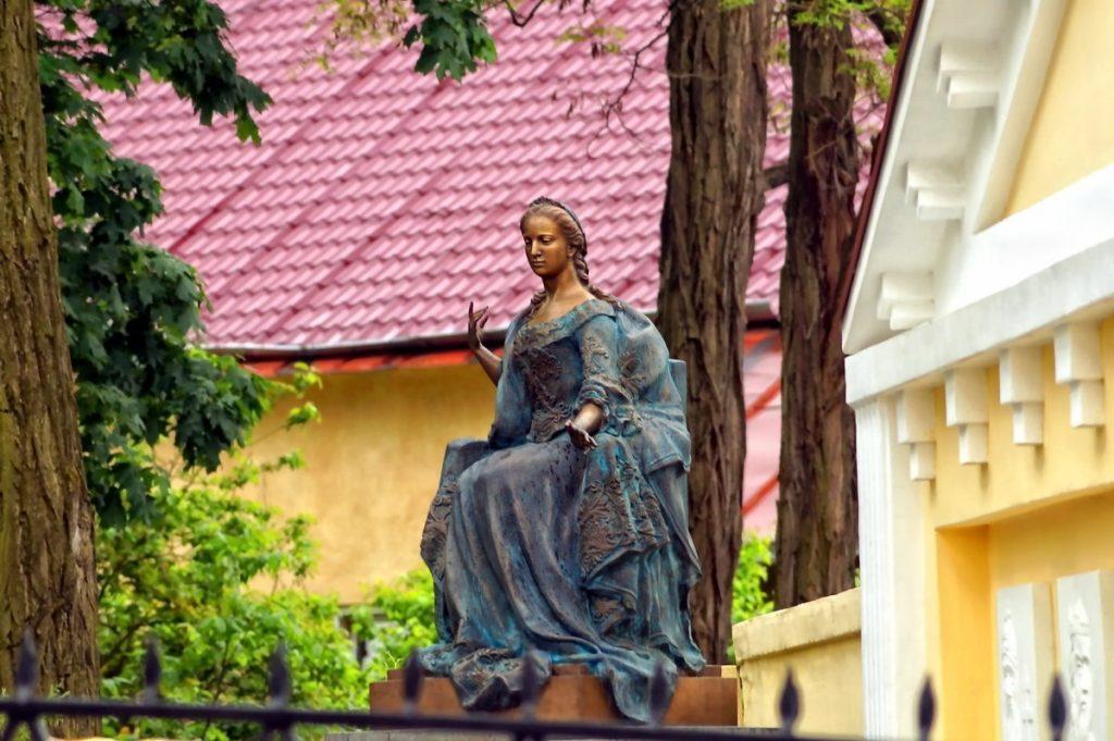 Пам'ятник австрійській імператриці Марії-Терезії в однойменному сквері