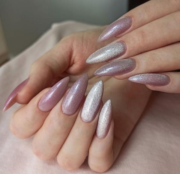Натуральний, ніжний колір манікюру на довгі нігті