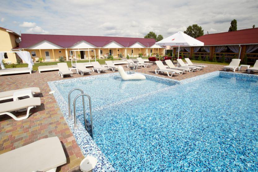 «Райський дворик», бассейн