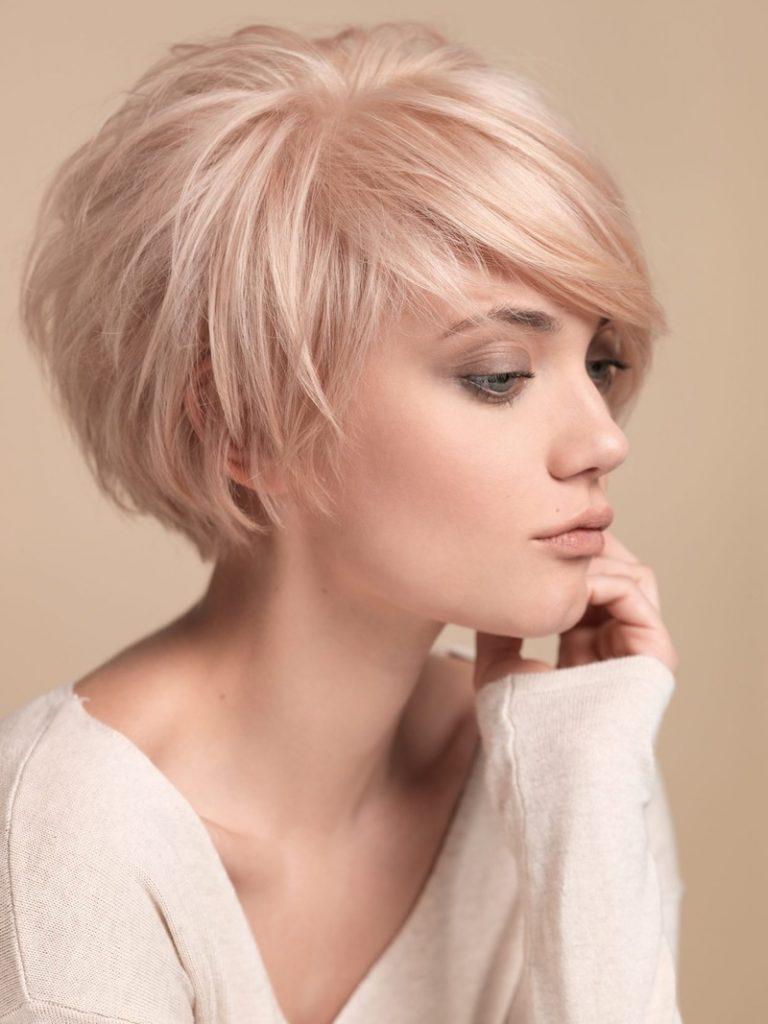 Яскрава рожева платина ідеально підійде для літа і допоможе кардинально змінити образ