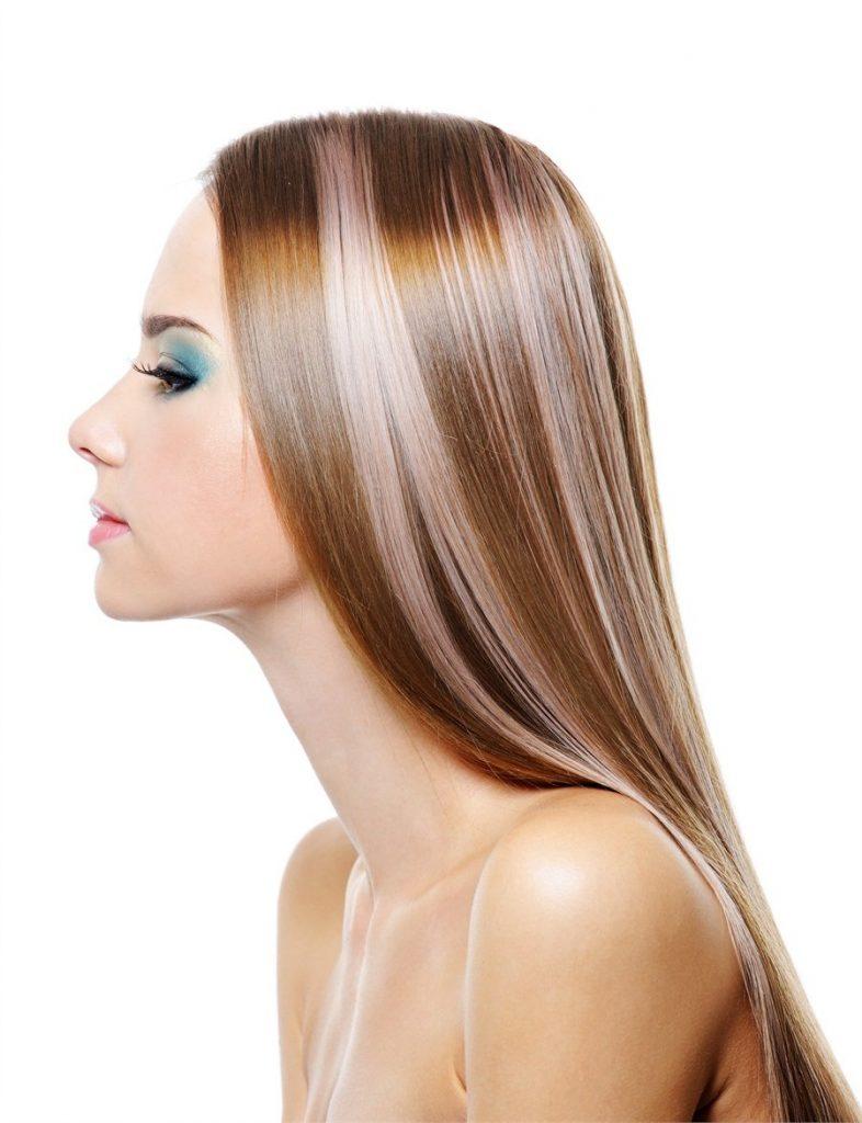 Поєднання русявого волосся і ніжно-рожевого колорирования – варіант, що не дуже впадає в очі, для тих, кому хочеться чогось незвичайного, але не дуже яскравого