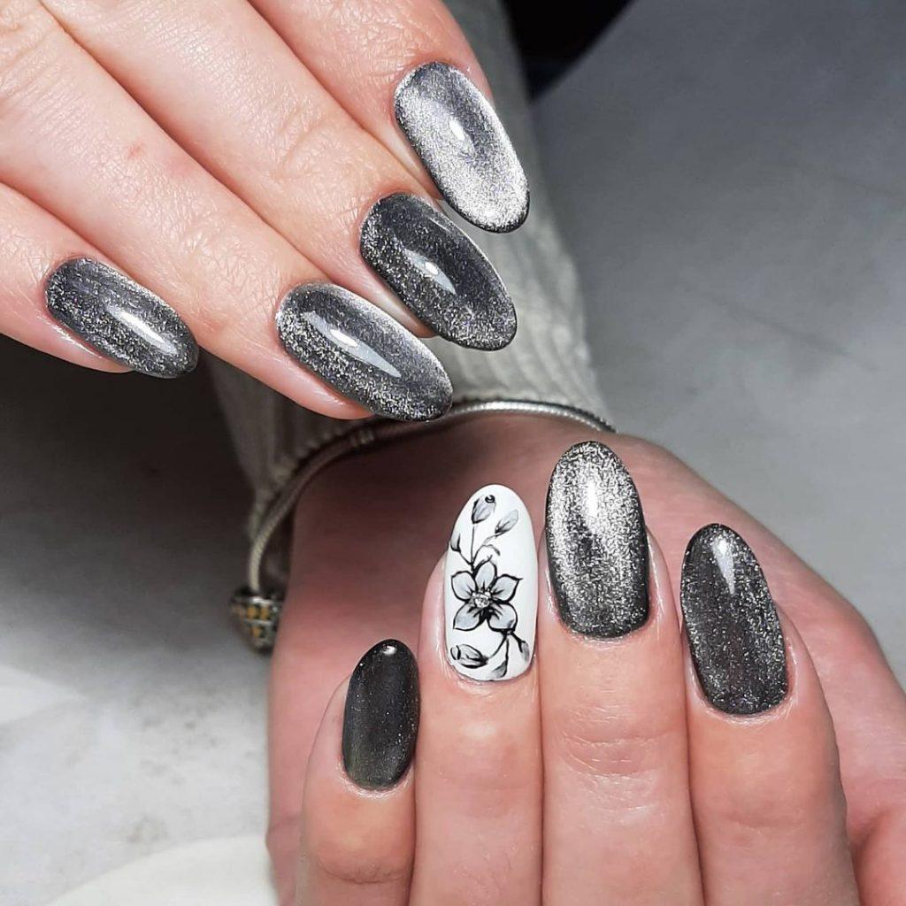 Сріблястий, кришталевий гель лак, акцент  – флористичний малюнок на одному пальчику